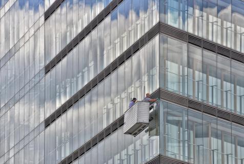 Fassade mit Fensterputzern