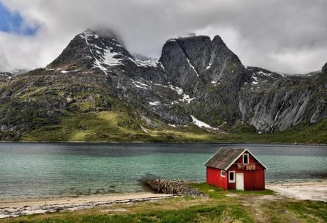 10 Norw Fischerhütte am Sund