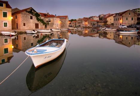 Klein Hafen am Morgengrauen
