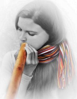 Didgeridoospielerin