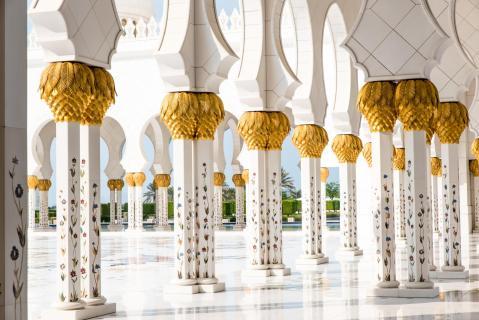 Säulen in weiss und gold 1