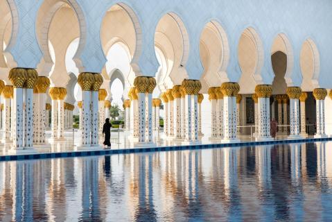 SpiegelungSäulen in weiss und gold