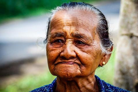 Alte Frau auf Java