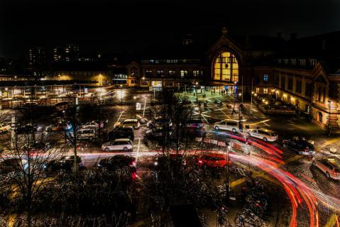 Hauptbahnhof Vorplatz bei Nacht