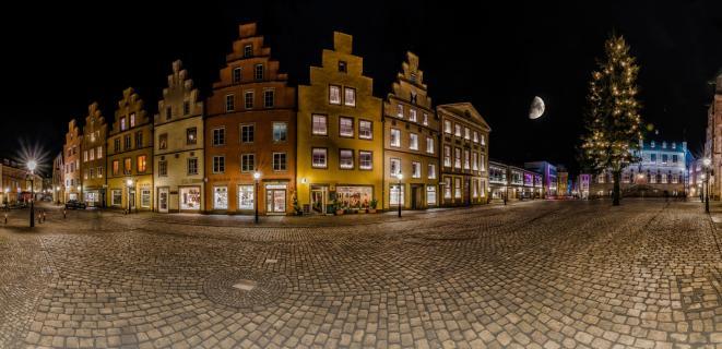 Marktplatz mit Halbmond