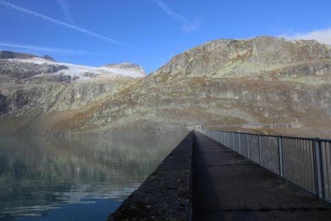 Weg neben dem See