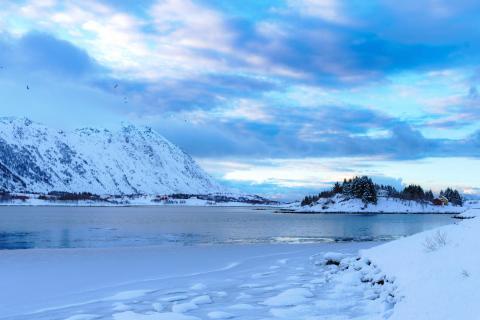 Sonnenaufgang im norwegischen Winter