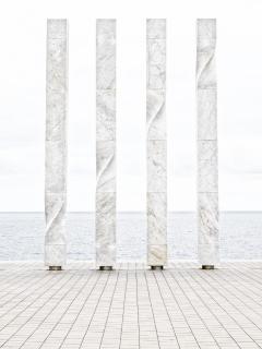 Säulen am Meer