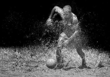 Schlammfußball