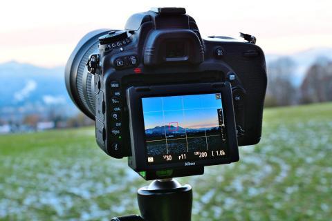 Bergblick im Sucher der Kamera BBB 0329 873