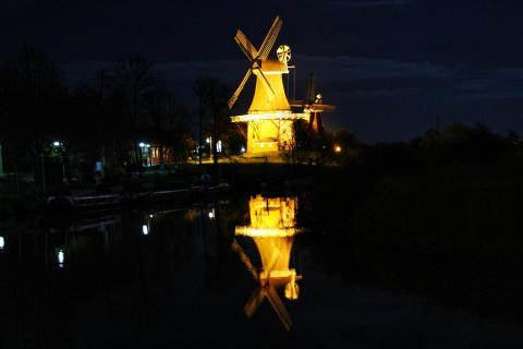 Greetsieler Mühle bei Nacht