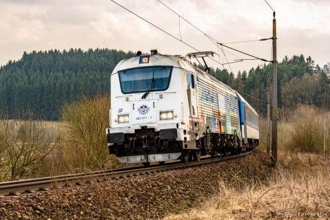 Zug am Wegesrand