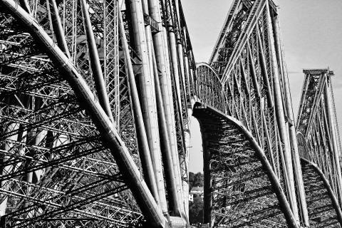 Brückenstruktur