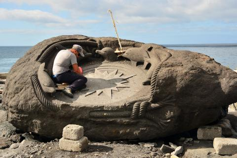 Bildhauer am Hafen