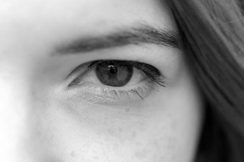 Nahaufnahme von Anjas Auge