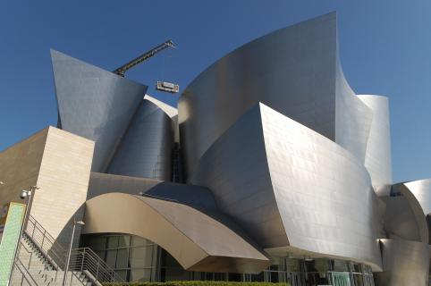 Walt Disney Concert Hall mit Kran