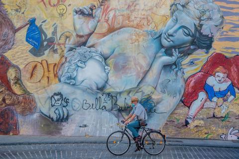 fietser en graffitti
