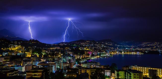 Blitze über Lugano