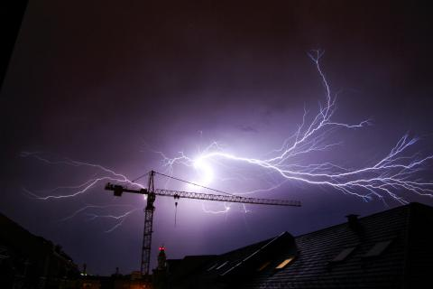 Flash over the rooftop