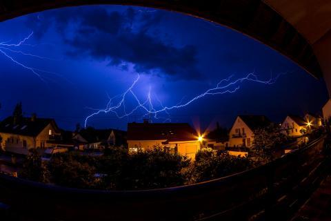 Blitz im Wohngebiet