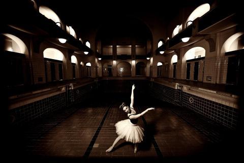 Ballett im-Schwimmbad