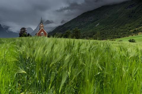 Norwegen - Kirche im Fjord