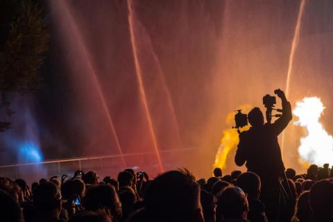 Fotograf bei einem Lichterfest