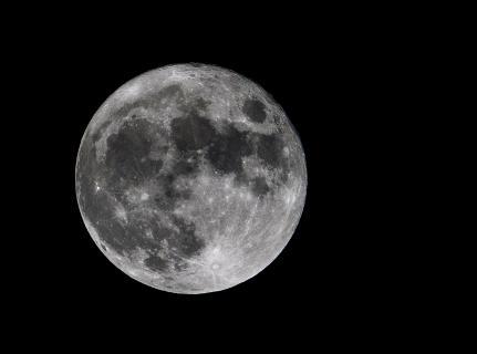 Nächtlicher Mond