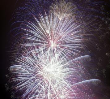 Feuerwerkspektakel in der Nacht