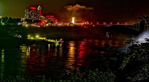 Niagara bei Nacht
