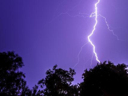 Blitz bei nächtlichem Gewitter