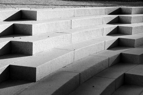 Schattenwurf auf Treppe