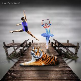 Tiger, Ballerina und Baletttänzer auf dem Steg