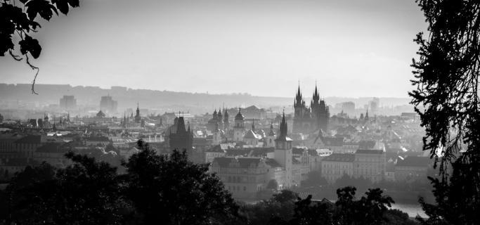 Prag im Nebel