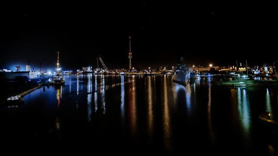Wilhelmshaven bei Nacht