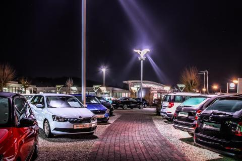 Nacht im Autohaus