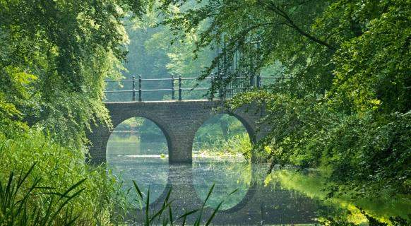 Doppelbogenbrücke im leichten Dunst!°