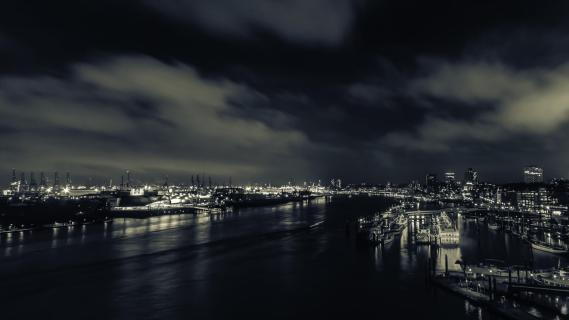 Hamburger Hafen bei Nacht 2