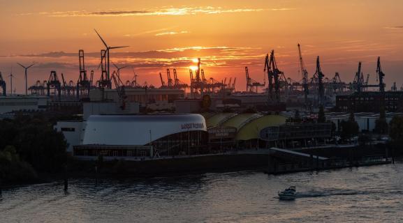 Sonnenuntergang im Hafen Hamburg