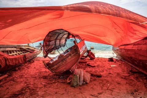 Ein Rahmen aus rotem Tuch