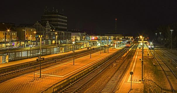 Nachts auf dem Bahnsteig