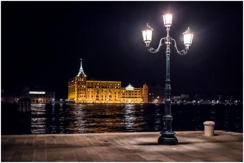 Hotel in der Nacht