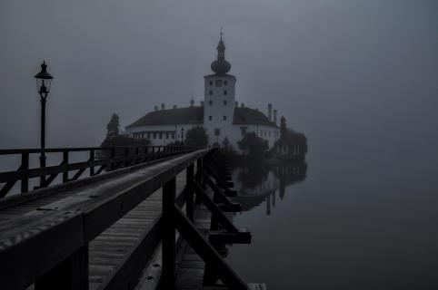 Herbstnebel übe Schloss Orth