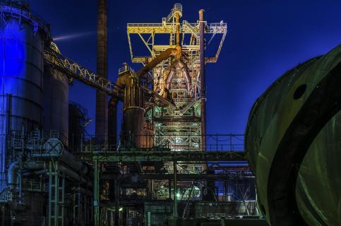 Farbige Industrieanlage