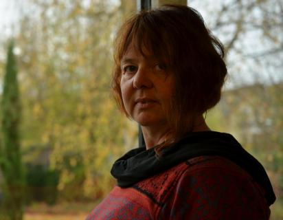 6 Portrait_am_Fenster_Monika_Rossa