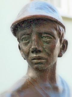 Bergmann aus Bronze