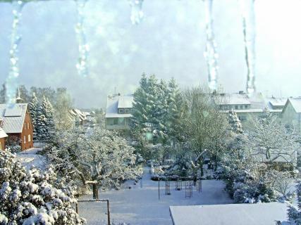 winterblick durch ein Fenster