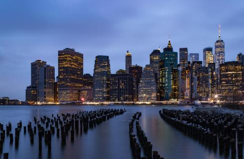 Manhattan Skyline zur blauen Stunde