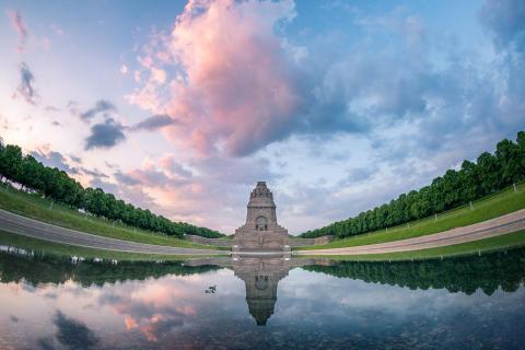 Denkmal bei Sonnenaufgang