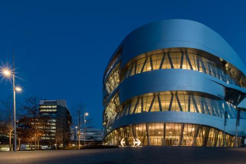 Blaue Stunde   Mercedes Museum